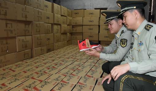 泉州边防查处假冒注册商标案 缴获假鞋1500双
