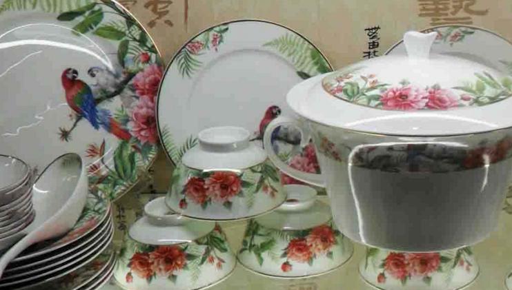 景德镇优秀陶瓷企业无偿用四大名瓷商标