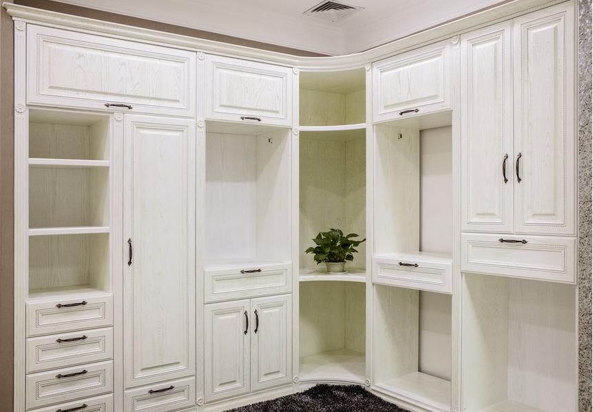 任意升级,简洁实用,体现出匠心独运的设计思想,所以在入墙衣柜中,哪里