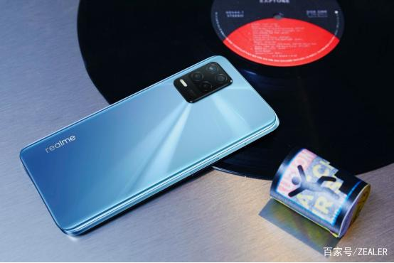 2021年7月23日realme 新专利曝光 未来有望推出支持磁吸式无线充电技术的新手机